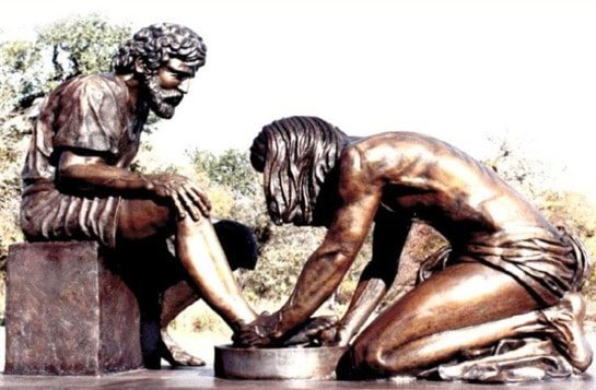 jesus-washing-feet-statue