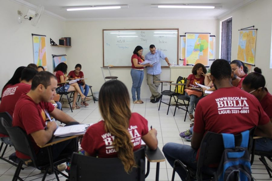 Bio, church worker from São Lourenço's congregation, teaching a basic English class.